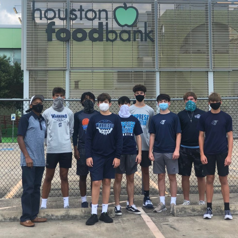 Warrior Basketball Serves the Houston Community!