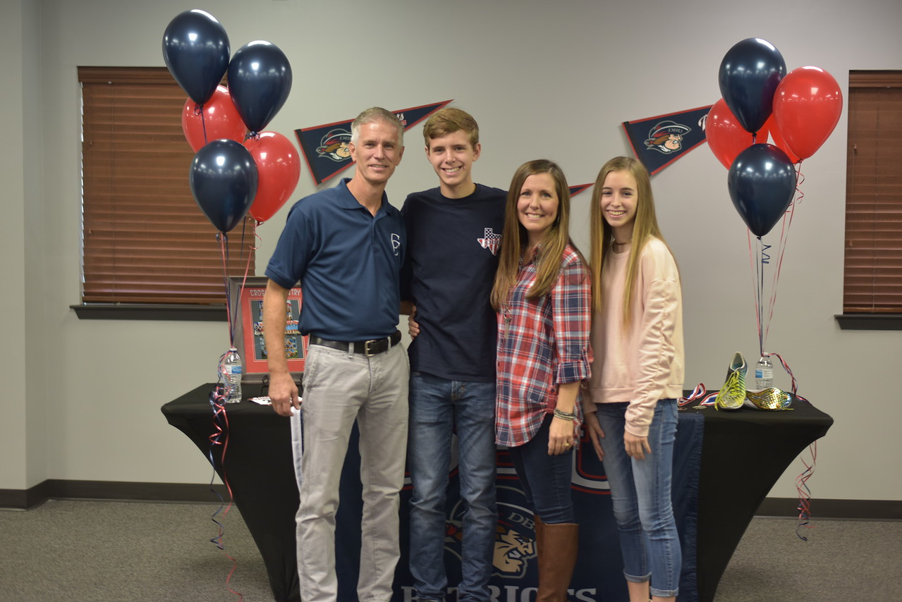 Senior Landen Overton Signs with Dallas Baptist University